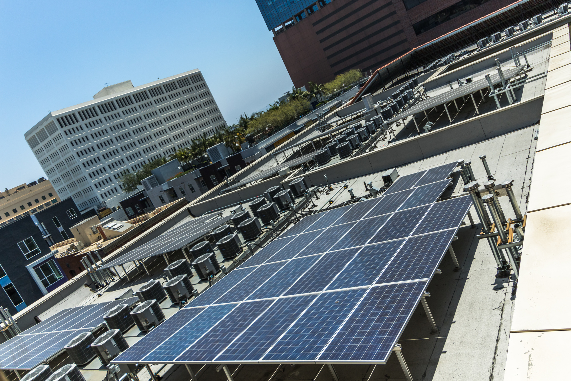 How To Use Commercial Solar Panels For Business